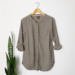 Roots | Tan Flannel Collarless Button Down | Small